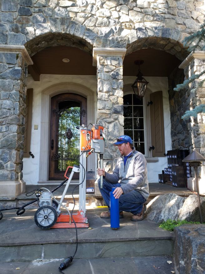 Man with machine in front of a house